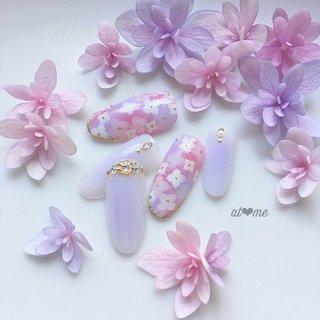 紫陽花ネイル♡今年は淡い紫とピンクで(^^)  インスタ→at.me.nail   #紫陽花ネイル #あじさいネイル  #梅雨 #ブライダル #夏 #梅雨 #浴衣 #ブライダル #ハンド #ワンカラー #フラワー #ミディアム #ホワイト #ピンク #パープル #ジェル #ネイルチップ #at me #ネイルブック