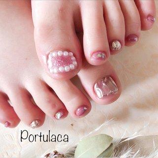 パール&ミラーネイル♡  #ラメ #パール #ミラー #フット #ピンク  いよいよフットの季節になってきました♪ピンクで統一されて可愛いですね〜☺︎  いつもありがとうございます♡ #ラメ #パール #ミラー #ピンク #Portulaca #ネイルブック