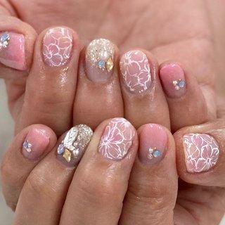 フラワーネイル🌸  ピンクは外せないお客様♡ ふんわりピンクでお花とビジューがとっても可愛らしくなりました☺️💕   #手描きネイル#フラワーネイル#お花ネイル#ラメグラ#ピンクネイル#グラデーションネイル#夏ネイル#ビジューネイル#大人ネイル#ショートネイル#大人可愛いネイル#上品ネイル#nails#paint#flowernails#pinknails#横須賀ネイルサロンbraveryrose #春 #夏 #海 #リゾート #ハンド #ラメ #グラデーション #ビジュー #フラワー #アイシング #ショート #ピンク #シルバー #ジェル #お客様 #Bravery Rose🌹 ブレイブリーローズ #ネイルブック