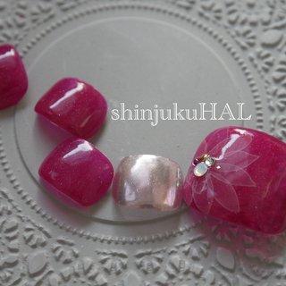 #ピンク#フットネイル #フット#ピンク#フラワー 気持ちが高まるのはやっぱりピンクとお花かも? #春 #夏 #フット #シンプル #フラワー #ミラー #ピンク #ビビッド #わたなべまさみ #ネイルブック