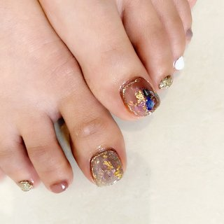 foot nail♡  #フットネイル #大人女子 #大人ネイル #夏 #秋 #リゾート #フット #シンプル #ホログラム #ラメ #シェル #ホワイト #ゴールド #スモーキー #nail_sonomi #ネイルブック