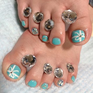 次は、この間のモデルさんのフットも! 私のフットを見て、好きなカラー!との事で、ティファニーデザイン(^^) これからの時期にピッタリなカラーでホント好き(*´ー`*) フットの爪の形が綺麗で羨ましい…!(゚∀゚)  #ジェル #ジェルネイル #フット#ワンカラー #ワンカラーネイル #ホログラム #ホロラメ #ラメ #アクアブルー #ライトブルー #ティファニーブルー #ティファニー #リボン #リボンネイル #可愛いネイル #おしゃれネイル #女子会 #ラインストーン #セルフネイル #セルフネイル部 #セルフネイラー #ネイルすきな人と繋がりたい #フットモデル #ネイルモデル #オールシーズン #パーティー #女子会 #フット #シンプル #ラメ #ワンカラー #リボン #ショート #ホワイト #ターコイズ #水色 #ジェル #ネイルモデル #NICOLE☆ #ネイルブック