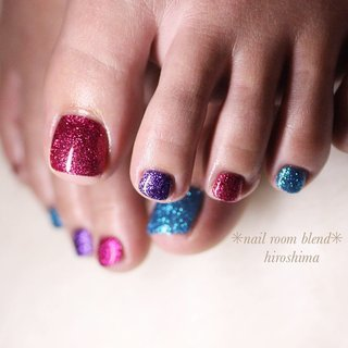 #blingbling サンダル履きたい! . #blingnails  #ラメネイル  #pedicures  #フットネイル . 〜当サロンでは 日頃の衛生管理を  さらに念入りにして お客さまをお迎えしております〜 .  #いつもありがとうございます  #一層残し #フィルイン で 自爪をたいせつに育てます ………………………………………… nailbookにてネット予約が可能になりました 既存顧客さまもご利用いただけます 【nail room blend 】で検索してください♡ ………………………………………… .  #nailroomblend  広島市安佐南区大塚 #プライベートネイルサロン 090-1350-5036 . …………………………………………… #nailart #nails #nailswag #nailstagram #manicurist #広島ネイルサロン #ネイルサロン広島 #ネイルデザイン #ネイルアート #広島ネイル #nailartoohlala #大人ネイル #トレプロインストラクター #シンプルネイル #夏ネイル #さえこマジック #安佐南区ネイルサロン #夏 #フット #ラメ #ビビッド #ジェル #お客様 #nailroomblend #ネイルブック
