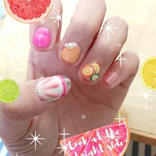 #グレープフルーツネイル #ピンクグレープフルーツネイル #ビタミンカラー #フルーツ #フルーツの切り身 #長さ出しネイル #しずくネイル #ストーン #パールネイル #ぷっくりネイル #水滴ネイル #ドロップネイル  初めての長さ出しとぷっくり。 皆さん綺麗に描いてて尊敬します… 私はまだまだ練習が必要ですね #ハンド #水滴 #3D #フルーツ #クリア #ピンク #イエロー #ジェル #セルフネイル #七五三木簪 #ネイルブック