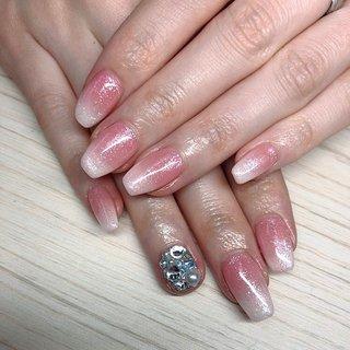 #ベイビーブーマー #ikkoネイル   薬指は自爪が折れてしまったので埋め尽くしでカバーしました💕 #オールシーズン #ハンド #グラデーション #ロング #ホワイト #お客様 #♡𝔜𝔘𝔎𝔄♡ #ネイルブック