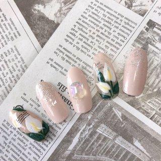 ✨サンプルネイル✨  キレイ上品なのがうちに来てくれてる方は特に好みなのでは✨と思ってます。  ストーリーにアップしたらいっぱいコメくださってありがとうございます😊  先日こどもたちと散歩中に見つけた、「カラー」というお花💐 すごく素敵だったのでデザインに落とし込みました💅 花言葉は乙女のしとやかさ✨だそう。色別で意味が違うらしい✨  ブライダルはもちろん、普段使いにも◎  #石川県 #七尾市 #羽咋市 #輪島市 #かほく市 #金沢市 #志賀町 #中能登 #中能登ネイル #サンプルネイル #オフィスネイル #ブライダルネイル #フラワーネイル #ラメネイル #カラー #夏ネイル #春ネイル #シンプルネイル #セルフネイル #ビジューネイル #ネイル好きな人と繋がりたい #春 #夏 #オフィス #ブライダル #シンプル #ワンカラー #ラメ #ジェル #ネイルチップ #ne/ar #ネイルブック