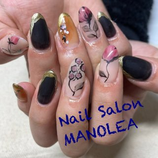 #ニュアンス#フラワー#お花#レトロ#メタリック #ブラック#長さだし #オールシーズン #ハンド #ワンカラー #フラワー #ニュアンス #ロング #ブラック #ゴールド #アースカラー #ジェル #Nail Salon MANOLEA #ネイルブック