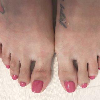 パラジェル のカラーは発色も綺麗です♡ #くすみピンク#パラジェル #ノンサンディングジェル #ノンサンディング #おつめに優しいネイル #パラジェル導入 #ワンカラーネイル#夏#フット #フットネイル #yuu #ネイルブック