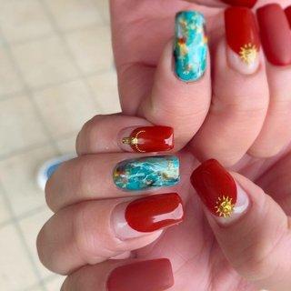 夏に向けてインパクトネイル *nail salon Ange アンジュ*  神奈川県秦野市渋沢 柳町1-4-20 1F ☎︎0463 75 8342  国内のコンテストで多数入賞の 本部認定講師による サロンワーク&レッスン  美フォルムにこだわり お爪に優しく、綺麗に長持ちが叶います♡ シンプルから個性派デザインまで 幅広いご要望にお応えさせて頂きます♡ #夏ネイル #ハンド  #夏デザイン #天然石ネイル #ターコイズネイル  #ターコイズ  #レッドネイル  #バルーンフレンチ  #ターコイズブルー  #秦野ネイル #秦野ネイルサロン #渋沢ネイル #渋沢ネイルサロン #スクエア #変形フレンチ #ボヘミアン #ネイティブ #大理石 #ミディアム #ターコイズ #水色 #ボルドー #ジェル #maki♡Ange #ネイルブック
