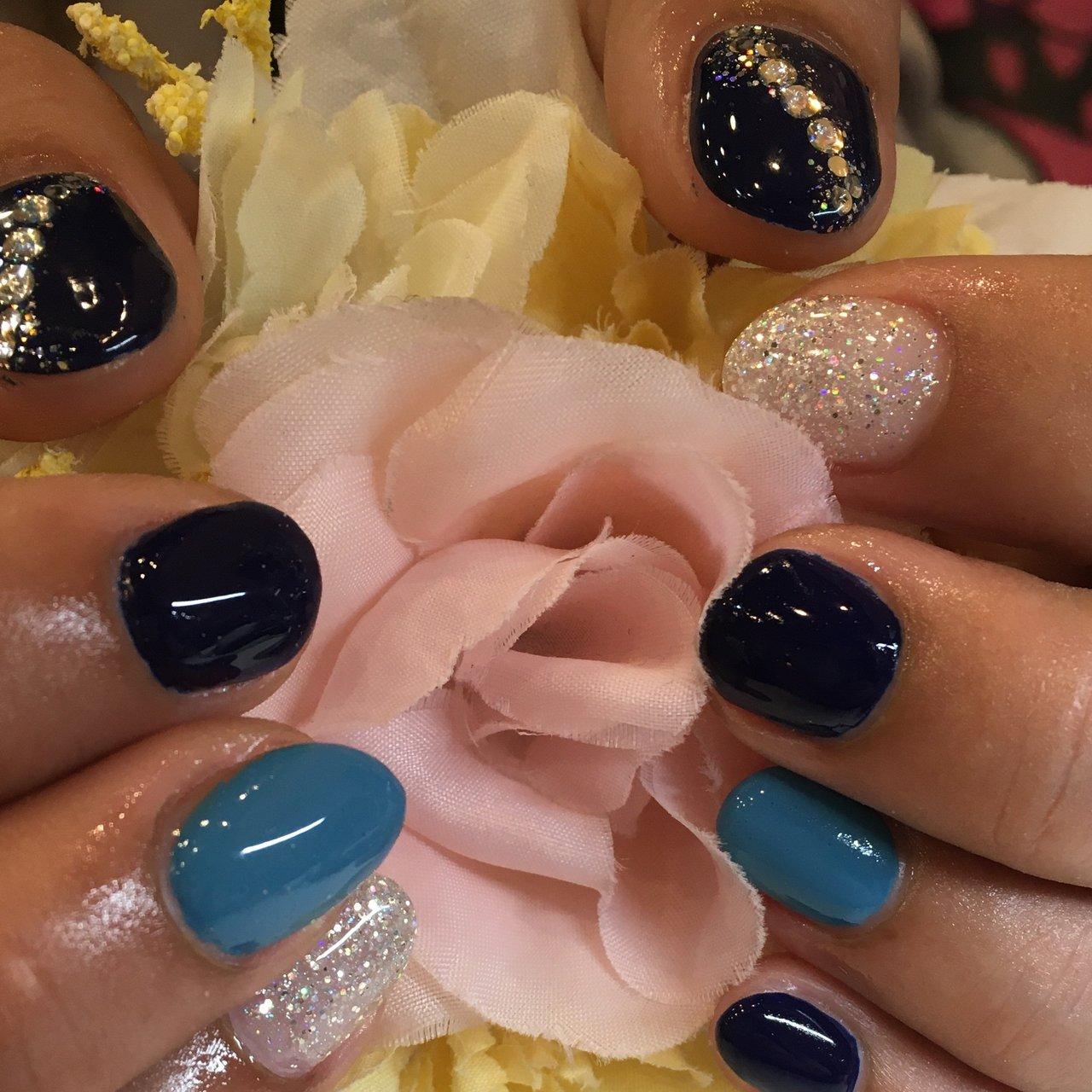 #ショートネイル #ブルー  #ラメ #上原幸子 #ネイルブック
