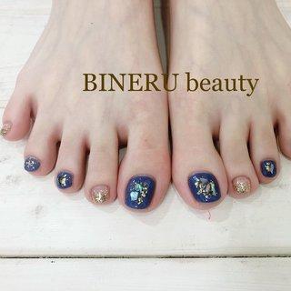フットネイル💙💙肌がすごく綺麗に見えるブルーですよ✨✨ #フットネイル #ブルーネイル #BINERU beauty #BINERU beauty #ネイルブック