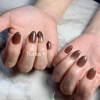チョコレートブラウン♡ #シンプルネイル #透け感ネイル #大人ネイル #チョコレートネイル #ブラウン #グリッターネイル #秋 #冬 #オールシーズン #ハンド #シンプル #ワンカラー #ラメ #ブラウン #ゴールド #salon Nana #ネイルブック