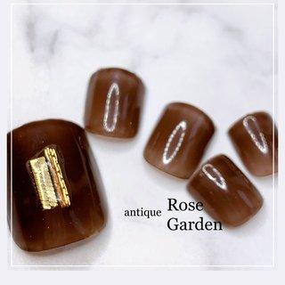 ワンカラーで大人の雰囲気🤗✨  #夏 #フットネイル #夏 #オールシーズン #旅行 #リゾート #ハンド #ワンカラー #チェーン #ミディアム #ボルドー #ブラウン #ジェル #ネイルチップ #Antique Rose Garden #ネイルブック