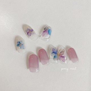 【6/1〜営業再開します】 お花のデザインは一年を通して人気があります♡ 新しく入荷したアジサイのような花びらステッカーは数量限定です♡ 𓂃 price ¥6000(+tax) #ponynail#nail#nails#nailsalon#nailist#gel#gelnail#ネイル#ネイルサロン#ネイリスト#ジェル#ジェルネイル#ポニーネイル#オフィスネイル#シンプルネイル#カジュアルネイル#トレンドネイル#クリアネイル#お花ネイル#あじさいネイル#写ネイル#刈谷#東刈谷#東刈谷ネイル#刈谷市ネイルサロン#東刈谷ネイルサロン #夏 #オールシーズン #梅雨 #pony nail #ネイルブック