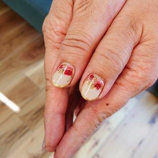 親指かわいいシリーズはオススメしたい* #水彩ネイル #ハンド #シンプル #フラワー #アンティーク #ショート #ベージュ #ジェル #nail atelier oha*na #ネイルブック