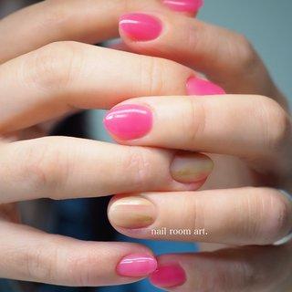 明るくポップなデザイン♪  #ピンクネイル #オールシーズン #パーティー #デート #女子会 #ハンド #ニュアンス #ピンク #ジェル #nail room art. #ネイルブック