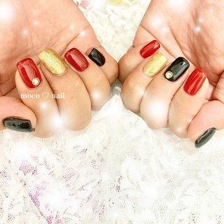 #赤黒ネイル #赤黒 #赤ネイル #黒ネイル #ワンカラー #スクエアネイル #ハンド #ワンカラー #レッド #ブラック #ゴールド #moco♡nail #ネイルブック