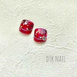 フットのチップをオーダーされました♫ 赤ベッコウと夫津木真紀先生(@nail_fleur0420)のシールで作ったパーツのオーダー😆  親指だけチップをすれば、他の指は自分で色を組み合わせてポリッシュでも😊 ・ ・ ・ ネイルブックから空き状況確認と予約ができます✧ ˖゚ プロフィールのリンクからはいれます☝︎ ・ ・ ・ #dtknail#dtk#flowernail#nailart#naildesign#gelnail#handpaintednail#springnail#handmade#handmadeaccessory#summernail#instanail#instagood#japannail#ネイル#ネイルアート#赤ベッコウネイル#ボタニカルネイル#フットネイル#ハンドメイド#ハンドメイドアクセサリー#おしゃれ#手描きアート#大人女子ネイル#久留米ネイルサロン#久留米#宮ノ陣#夏ネイル#大人かわいい #夏 #フット #べっ甲 #ショート #レッド #ブラウン #ジェル #ネイルチップ #YUKIKO ISHIBASHI #ネイルブック