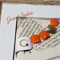 #オールシーズン #ハロウィン #女子会 #フット #シンプル #ワンカラー #星 #ショート #ホワイト #オレンジ #ゴールド #ペディキュア #ネイルチップ #JEWEL SALON total beauty【旧jewel nail】 #ネイルブック
