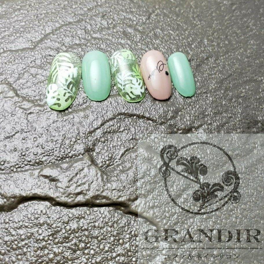 #夏 #海 #リゾート #ハンド #ワンカラー #イニシャル #ボタニカル #ホワイト #ピンク #グリーン #ジェル #グランディール #ネイルブック