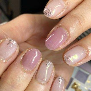 #乳白色ネイル にうすーく紫を^^ お爪の先がキラキラしていて素敵です! #いつもありがとうございます😊 #オールシーズン #旅行 #リゾート #ホワイト #パープル #itonanail東川口 #ネイルブック
