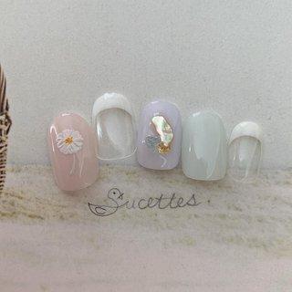 6月のデザインです♡  マーガレット × French #春 #夏 #Sucettes. #ネイルブック
