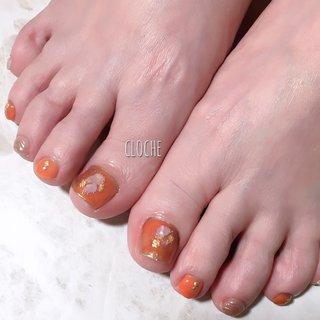オレンジ×ミラー♡  #フット#ジェルネイル #初夏#オレンジ#ミラー#ニュアンス#シェル#大人可愛い #ビーチ #サンダル#フィルイン一層残し #広島#安佐南区#西原#プライベートネイルサロン #クローシェ #フット #misu #ネイルブック