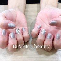 ベージュネイルと埋めつくし2本💕 #ベージュネイル #グレージュネイル #埋めつくし #ラインストーン埋め尽くし #BINERU beauty #365 #BINERU beauty #ネイルブック