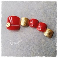 王道の赤フット👣 少しの遊び心をプラスして 大人可愛い仕上がり😄  #夏 #赤フット#シンプル#王道デザイン#オールシーズン #大人可愛い #オールシーズン #旅行 #デート #女子会 #フット #シンプル #ワンカラー #ショート #レッド #ペディキュア #ネイルチップ #しむら ゆうこ #ネイルブック