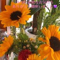 5/28(木)より再開させて頂きました☺️ お客様からのお花のプレゼントを頂きました💜 本当に本当に嬉しくて、そしてびっくりしたのが 皆様、黄色のお花を選んで持って来て下さったこと‼️ 私のイメージなのかな☺️ 本当に嬉しくてお仕事中もとってもビタミンカラーに 心癒されております🙇♀️💜  コロナに負けない様にこれからも務めて行きたいと 思っております🙇♀️ 本当にありがとう御座いました💜💜💜 #999naildevaco #ネイルブック