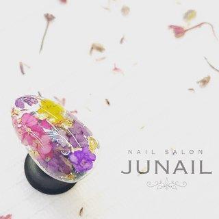 押し花をたっぷり詰め込んで…♡ #春 #ブライダル #女子会 #押し花 #ピンク #パープル #カラフル #ジェル #ネイルチップ #june #ネイルブック