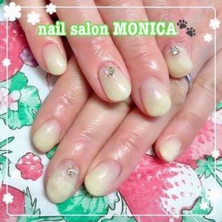 イエローのラメがかわいいネイル😻 #カラーグラデーション #春 #夏 #イエロー #nail salon MONICA 🐾 #ネイルブック