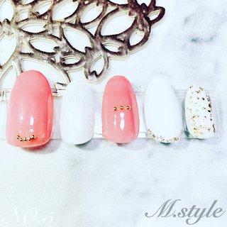 #ピンクネイル #キラキラ #ホワイトネイル #かわいい #ハンド #シンプル #ビジュー #ミディアム #ピンク #maho #ネイルブック