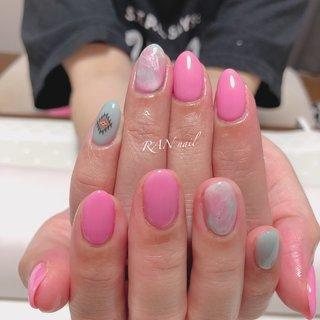トロピカルカラーの天然石ネイル  明るいピンクとブルーの天然石 これからの季節にぴったりの元気の出る指先になりました✨ シールを使ったエスニックな模様もおしゃれ✨   フットネイルにしても素敵です(o^^o)    ご予約お問い合わせはこちら 電話番号 08094953019 メール rannail@i.softbank.jp ラインID rannail ブログ http://tamahirocchi.eshizuoka.jp  #エスニックネイル#菊川市#掛川市#御前崎市#牧之原市#菊川市ネイルサロン#相良ネイルサロン#ランネイル#RAN nail#出張ネイル#自宅ネイルサロン#美爪育成 #美爪#paragel#パラジェル#春ネイル#冬ネイル#大人ネイル#カッコいい#可愛い#ラメ#ピンク#ちゅるんネイル#天然石ネイル #オールシーズン #リゾート #オフィス #ブライダル #ハンド #シンプル #ボヘミアン #大理石 #トロピカル #ショート #ピンク #グリーン #ターコイズ #ジェル #お客様 #RAN☆ #ネイルブック