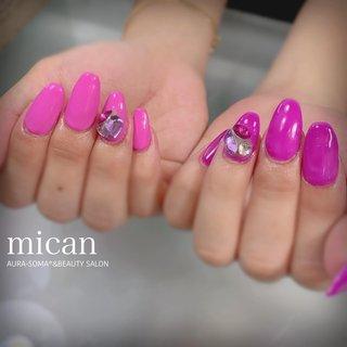 #ジェルネイル #読谷ジェルネイル #mican #ジェルスカルプ  9本!スカルプして長さ出し〜からの 右ピンク、左パープル✨  可愛い好きなカラーのベタ塗りにVカット色々ストーン🎀 #micanミカン #ネイルブック