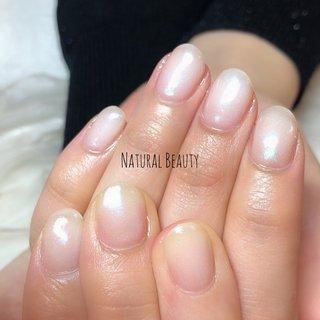 #クリアミラーネイル #ホワイトネイル ブルーのクリアミラーネイル #春 #夏 #梅雨 #ハンド #シンプル #ワンカラー #ミラー #ショート #ホワイト #ジェル #naturalbeauty #ネイルブック