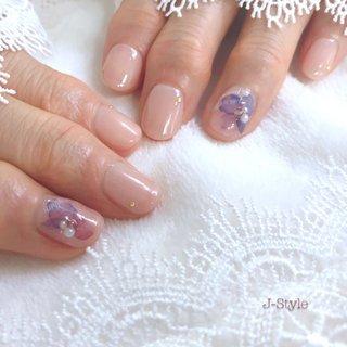 お客様ネイル♡ #岡本瑠美先生 プロデュースの『ハイドランジア』 @rumi.okamoto 自粛期間ネイルをお休みしていて、お爪がだいぶ短くなってしまいました。 今回は、お爪を健康に育てていくことを一番に考えて…施術をさせていただきました( ᵘ ᵕ ᵘ ⁎) また一緒に、指先のオシャレを楽しんでいきましょー♥️♥️♥️ ・ ・ ・ 🌸お爪を健康なままジェルネイルを楽しみたい方♬ 🌸ジェルアレルギーでジェルネイルを諦めている方。 お気軽にお問い合わせください(*´˘`*)♡ ・ ♦︎シャイニージェルパワーベースマイスター ♦︎ネイルパフェジェルアンバサダー ♦︎コアジェルパフォーマンスアーティスト ・ *:ஐ(●˘͈ ᵕ˘͈)人(˘͈ᵕ ˘͈●)ஐ:* ・ #nail #nails #nailstagram #ネイル 🌹#シャイニージェル #ellabyshinygel #shinygel #ella #パワーベースマイスター #パワーベース #弱酸性ジェル #爪に優しいジェル 🌹#ネイルパフェジェル 🌹#コアジェル 🌹#ストーリージェル 中心にジェルを取り揃えております⭐️ #ネイルサロン #自宅ネイルサロン#jstyle #市川 #松戸 #矢切 #北国分 #ネイリスト #箱山淳子 @nailsalon.j_style #nailbook 掲載店♥️ #cancam #キャンキャン 掲載店♥️ #nailmax #ネイルマックス 掲載店♥️ #オールシーズン #梅雨 #デート #女子会 #ハンド #シンプル #ラメ #ワンカラー #フラワー #イニシャル #ショート #ベージュ #ピンク #パープル #ジェル #お客様 #♡J-Style♡byJUNKO #ネイルブック