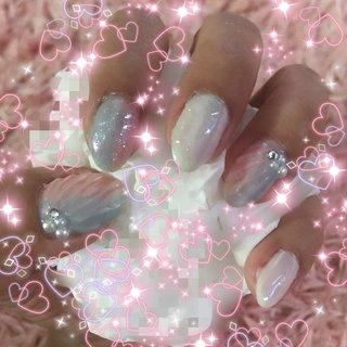 自分記録。ジェルネイル始めて3回目#初心者#夏ネイル #夏 #オフィス #ハンド #ホワイト #ピンク #水色 #ジェル #セルフネイル #Mari Takahashi #ネイルブック