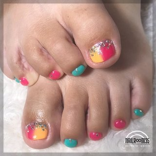 . ✴︎ tropical foot ✴︎ . used color ⁑ モンローリップ、フェザーオレンジ、ハニーデュータブ、ダイヤモンドシルバー×シュガーシルバー . 2art . #フット#フットネイル#夏#夏ネイル#夏ネイルデザイン#フットネイルデザイン #フット #nailr∞m35 #ネイルブック