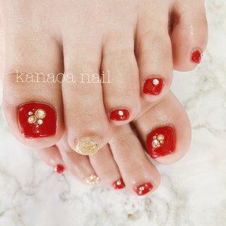 赤foot❤️ 足もとに映える真っ赤なワンカラー✨✨ ストーンとポイントにゴールドのグリッターを☺︎✨ #赤ネイル #フットネイル #春日部 #春日部ネイル #自宅サロン #シンプルネイル #夏 #オールシーズン #フット #kanaoa nail #ネイルブック