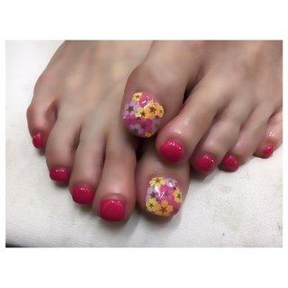 #フットネイル #お花ネイル #ピンク #可愛いネイル #かわいいネイル #おしゃれネイル #夏ネイル #フィルイン #フィルイン大阪 #春 #夏 #海 #浴衣 #ピンク #レッド #gretsch #ネイルブック