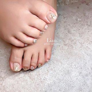 foot nail ❤︎❤︎ . . 自粛明けに伸び伸びが綺麗にっ❤️ いつもありがとうございます😊 . 1本欠けてた部分は 長さを足して綺麗に🥰 . . . #フットネイル#foot nail#ミラーネイル#キラキラネイル#三木市#三木市ネイルサロン#三木市プライベートネイルサロン #フット #private nail salon Lian #ネイルブック