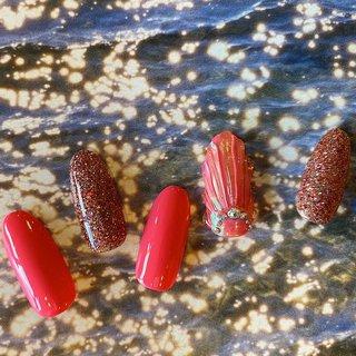 #夏ネイル #人魚の鱗 #ピンクネイル #ラメネイル #夏 #海 #リゾート #浴衣 #ハンド #ラメ #シェル #ピンク #ジェル #ネイルチップ #イカ #ネイルブック