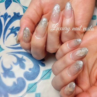 """. . . """"crystal silver glitter × shells"""" . 🐚🐚🐚 . silverをcool<上品に魅せるには、color調合が🗝 . お客様のimageにピッタリの調合お任せください😉✌🏻 . . #luxurynailvoila #jelnails #glitternails #silvernails #gradationnail #shellnails #summernails #kirakira #小岩ネイル #小岩ネイルサロン #夏ネイル #サマーネイル #ラメグラデーションネイル #グリッターネイル #シェルネイル #キラキラネイル #上品ネイル #大人ネイル #ネイル #ネイルデザイン #Nailist maki #ネイルブック"""