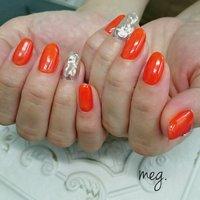 . #お客様ネイル #お洒落ネイル #でこぼこミラー #オーダーデザイン 💅 . .  めっちゃきれいカラー♡ #ちゅるんオレンジ と #ミラー お洒落♡ 親指は#ぽこぽこパーツ いつもありがとうございます♡ . . #gelnails#gel#ジェルネイル#ミラーネイル#orange#nailistgram#instanail#シロップカラーシリーズ#nailist#浜松市ネイルサロン#agehanails#agehagel#夏ネイル#でこぼこネイル#summernail#オレンジネイル#浜松市南区#nailsalon#浜松#ぽこぽこネイル#nailbook#privatesalon#Nailsalonmeg. #夏 #リゾート #デート #女子会 #ハンド #シンプル #ワンカラー #ミラー #ミディアム #オレンジ #メタリック #ジェル #お客様 #meguppe #ネイルブック