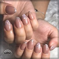 . ✴︎ nudie × shell ✴︎ . used color ⁑ グレブラヌード、シュガーシルバー . 4art add to lame line 4extension . #nailr∞m35 #ネイルブック