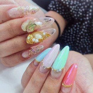 """. . . """"Shell & glitter & pink mermaid powder ...by jelip """" . . New desing owder . 新作デザインのアシンメトリースタイル🤩‼️ . 好きなデザインを一度に楽しめるよ❤️ . #luxurynailvoila #longnails #sculpturenails #jelnails #jelsculpture #clearnails #pastelnails #shellnail #bijounails #glitternails #pointednails #marmaidnails #japannails #nail #nails #nailart #naildesign #nailstagram #nailporn #naillove #nailsalon #fashion #beautiful #小岩ネイル #小岩ネイルサロン #ラメネイル #シェルネイルデザイン #スカルプネイル #ジェルスカルプ #パステルネイル #Nailist maki #ネイルブック"""