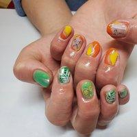 #左右別のデザイン #緑 #オレンジ&黄色 #ハンド #オレンジ #イエロー #グリーン #ゆうり #ネイルブック
