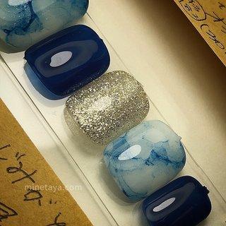 藍色。  明日から雨みたいですが、  スカッとした晴天に ホワイトや シルバーのサンダルに 合わせると 素敵かな♡ と思います。  price …………………★ off ¥0  gel nail ¥6,000+tax  #ネイルデザイン #桜山ネイルサロン #荒畑ネイルサロン #昭和区ネイルサロン #御器所ネイルサロン #フィルインサロン #大人ネイル #シンプルネイル #オフィスネイル #フットネイル #フットネイルデザイン #夏ネイル #梅雨ネイル #ニュアンスネイル #夏 #七夕 #浴衣 #オフィス #フット #シンプル #ラメ #大理石 #ニュアンス #マーブル #ホワイト #ネイビー #ジェル #ネイルチップ #kazuyominetaya #ネイルブック
