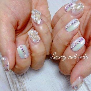 ". . . ""Shell & Swarovski "" . キラキラ可愛い💕ベースはpink mermaidだよー💕💕 . #luxurynailvoila #nail #nails #jelnails #japannail #shortnails #summernails #shellnail #whitenail #swarovski #bijounail #beautiful #fashionista #koreanail #ショートネイル #夏ネイル #夏ネイルデザイン #ミラーネイル #オーロラネイル #シェルネイル #キラキラネイル #スワロフスキーネイル #ホワイトネイル #小岩ネイル #小岩ネイルサロン #オシャレネイル #ファッションネイル #偏光ネイル #韓国風ネイル #トレンドネイル #Nailist maki #ネイルブック"